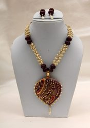 Priyanka Overseas Golden Jewellery Set
