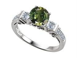 Green Emerald Diamond Ring