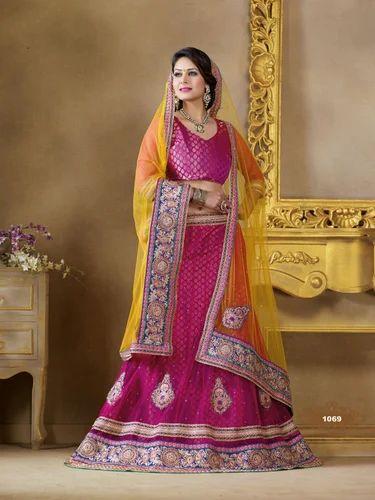1cbdf356ce Designer Lehenga Choli, गुलाबी रंग की हैंडवोवन ...